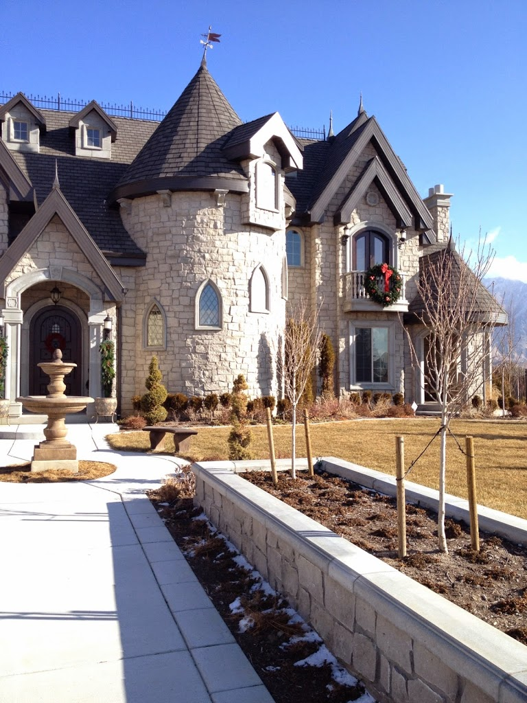 Chopped natural limestones or limestone and sandstone blends are very  typical with these homes.
